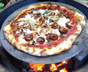 NY-Pizza-on-Big-Green-Egg